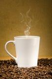 Hete koffie op de vloer Stock Foto's