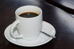 Hete kop de koffie wordt klaar Stock Foto's