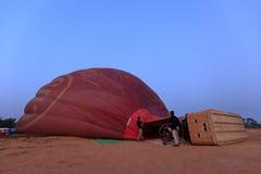 Hete Lucht Ballooning over Bagan in Myanmar stock foto