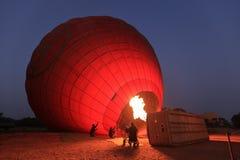 Hete Lucht Ballooning over Bagan in Myanmar royalty-vrije stock fotografie