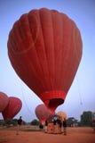 Hete Lucht Ballooning over Bagan in Myanmar royalty-vrije stock foto's