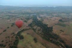 Hete Lucht Ballooning over Bagan in Myanmar stock fotografie