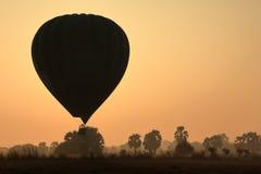 Hete Lucht Ballooning over Bagan in Myanmar royalty-vrije stock foto
