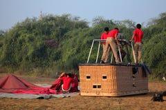 Hete Lucht Ballooning over Bagan in Myanmar stock foto's