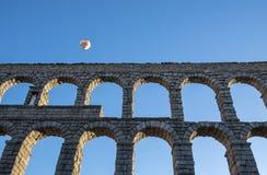 Hete Lucht Ballooning in Segovia Spanje dichtbij Roman Aqueduct #1 stock foto's