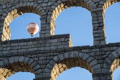 Hete Lucht Ballooning in Segovia Spanje dichtbij Roman Aqueduct #2 royalty-vrije stock afbeeldingen