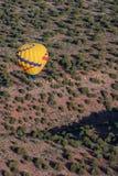 Hete lucht het ballooning over sedona Arizona stock afbeeldingen