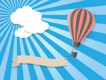Hete luchtballon in de blauwe hemel Royalty-vrije Stock Afbeeldingen