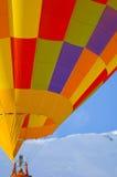 Hete luchtballon in de Zwitserse alpen Royalty-vrije Stock Afbeeldingen