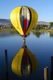 Hete luchtballon die plons en streepje uitvoeren Royalty-vrije Stock Foto