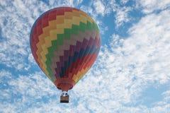 Hete luchtballon en loodsen in Laos Stock Fotografie