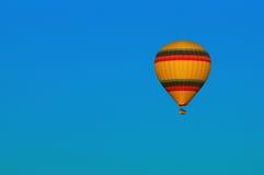 Hete Luchtballon het Vliegen Royalty-vrije Stock Afbeelding