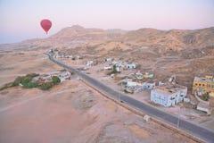 Hete luchtballon over Egypte royalty-vrije stock fotografie