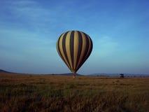 Hete luchtballon over gebieden Royalty-vrije Stock Afbeeldingen
