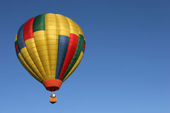 Hete luchtballon tijdens de vlucht Royalty-vrije Stock Afbeeldingen