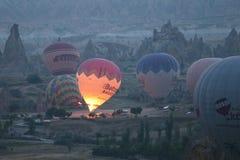 Hete Luchtballons in Cappadocia-Valleien Royalty-vrije Stock Afbeelding