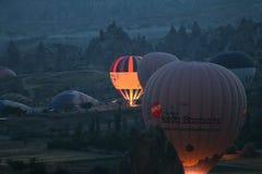 Hete Luchtballons in Cappadocia-Valleien Royalty-vrije Stock Foto's