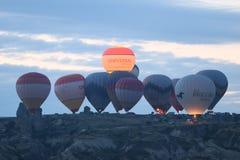 Hete Luchtballons in Cappadocia-Valleien Stock Afbeeldingen