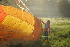 Hete luchtballons in de hemel stock fotografie