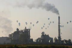 Hete luchtballons in de hemel Stock Foto