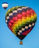 2 hete Luchtballons in de Hemel Stock Foto's