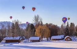 Hete luchtballons in de sneeuw royalty-vrije stock afbeelding