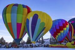 Hete luchtballons in de sneeuw royalty-vrije stock fotografie