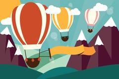 Hete luchtballons die over bergen met banner vliegen Stock Fotografie