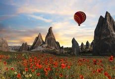 Hete luchtballons die over Cappadocia, Turkije vliegen royalty-vrije stock fotografie