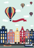 Hete luchtballons die over de stad vliegen. Royalty-vrije Stock Foto