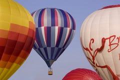 Hete luchtballons op start Stock Afbeeldingen