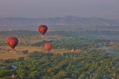 Hete luchtballons over Bagan, Myanmar royalty-vrije stock afbeeldingen