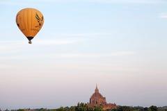 Hete luchtballons over de ruïnes van Bagan, Myanmar Stock Afbeelding