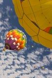 Hete luchtballons tijdens de vlucht Royalty-vrije Stock Foto's
