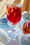 Hete overwogen wijn in een glaskop Stock Afbeelding