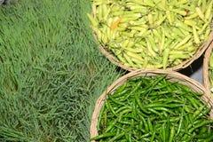 Hete Paprika en groene paprika's Stock Fotografie
