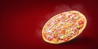 Hete pizza enkel van oven stock foto's