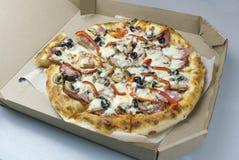 Hete smakelijke pizza stock foto's