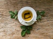 Hete thee op houten lijst Royalty-vrije Stock Afbeelding