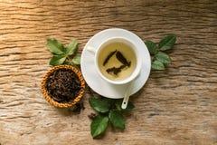 Hete thee op houten lijst Royalty-vrije Stock Foto's