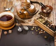 Hete thee in theepot en kop royalty-vrije stock foto's