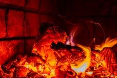 Hete vlam van brand in oven stock fotografie