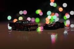 Hete wielenstuk speelgoed auto's in laag licht royalty-vrije stock foto's