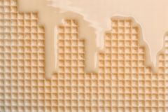 Hete witte chocolade op wafeltje, close-up stock fotografie