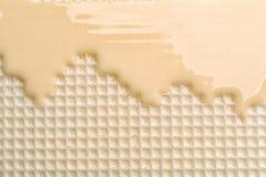 Hete witte chocolade op wafeltje Knapperig voedsel royalty-vrije stock fotografie