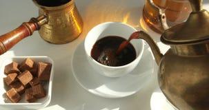 Hete zwarte koffie stock video