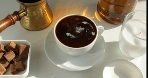 Hete zwarte koffie stock footage