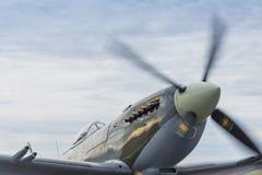 Hetlevrad personflygplan som värmer upp för flyg Arkivbilder