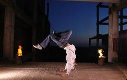 Heup-hop danser in vlieg royalty-vrije stock afbeeldingen