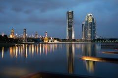 Heure bleue au barrage de Putrajaya Photographie stock